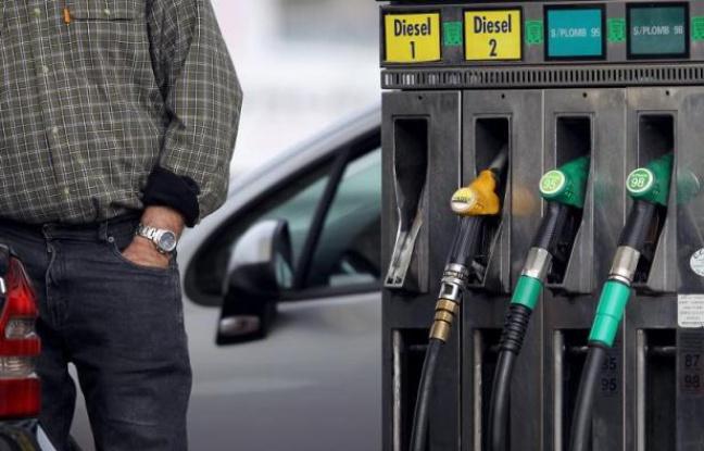 Carburants: Le litre du  gazole coute moins d'un euro
